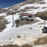 Very impressive work on #Diavolezza mountain. This layer protects the snow from melting and makes sure that the mountain opens its doors already on October 21th. This procedure has been used already a couple of years and it's very effective. #climatechange