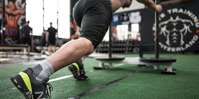 Prowler pushes into the weekend 🚀 @newbalance MX40 training kicks delivering traction when you need it!